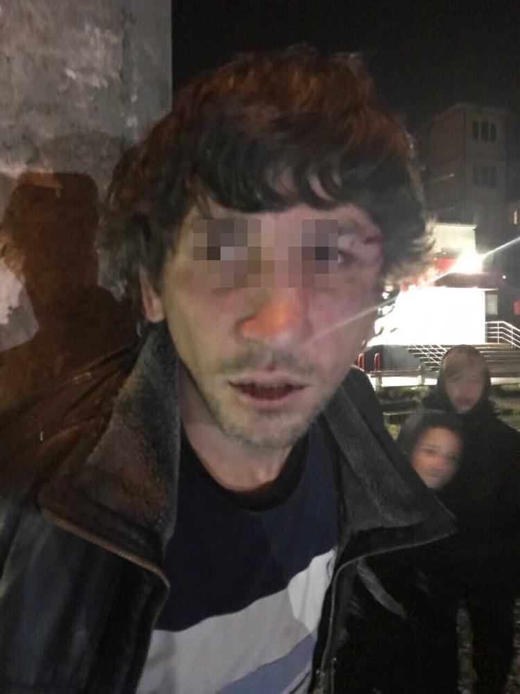"""Мужчину нашли местные жители, они считают, что тот причастен к нападению на детей Фото: """"КП-Петербург"""""""