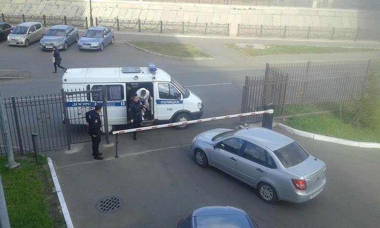 """На суд их привезли по отдельности: Шилова - на легковушке без опознавательных знаков, Шилова - на """"Газели"""" с мигалками"""