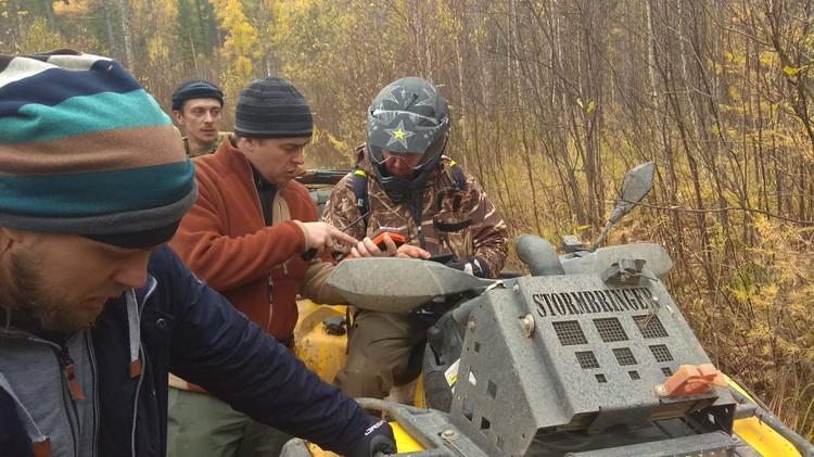 С квадроциклами и прочей техникой помогают добровольцы Фото: Александр Шатыгин