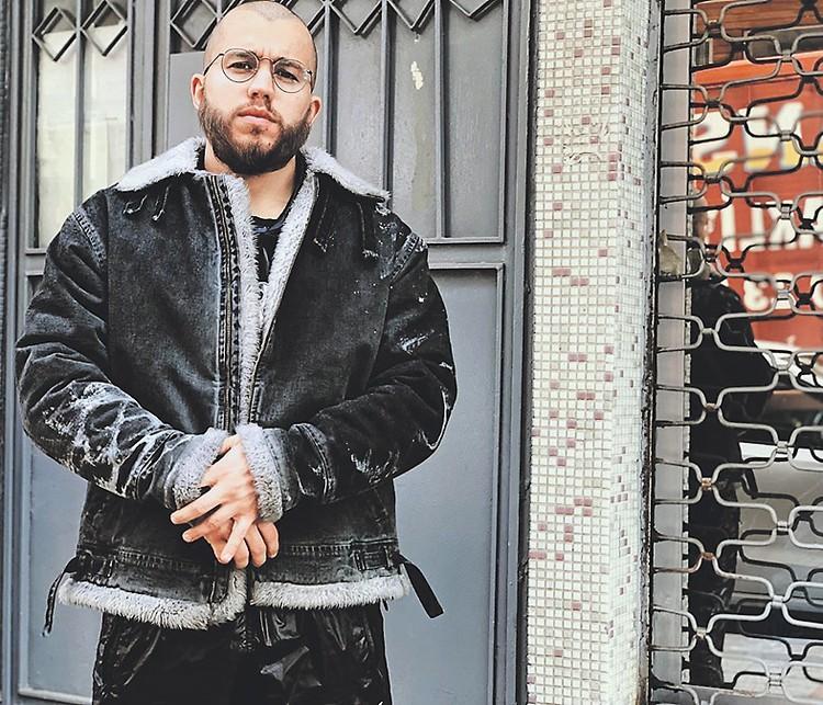Сибиряк Романович принял ислам и наотрез отказался обнажаться в кадре, что приходилось делать не раз. Фото: instagram.com