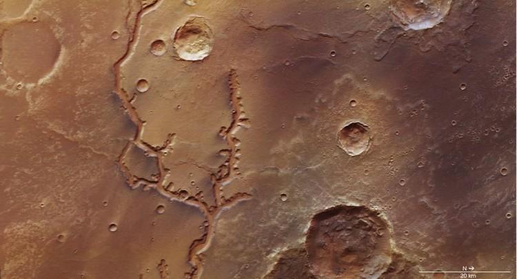 В ESA уверены, что на снимке водяные русла, а не следы оставленные потоками лавы.