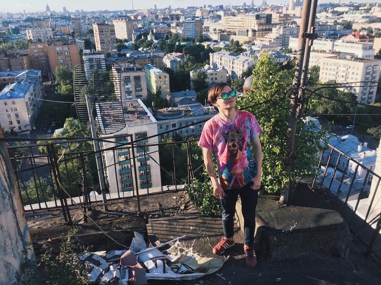 Михаилу было 17, когда его взяли на работу в московскую фирму, о своему возрасте подросток тогда предпочел умолчать