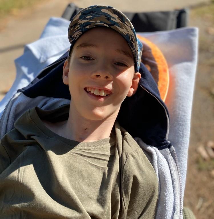 Мальчик снова научился улыбаться маме. Фото: личный архив Елены Пыдык.