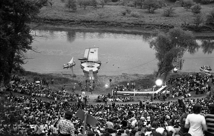 """В 1977 году на протоке уже появилась """"плавающая сцена"""""""