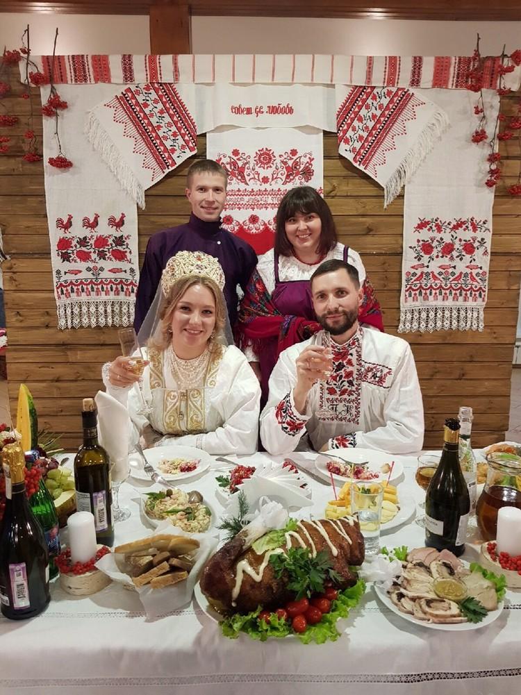 Рядом с молодоженами брат Павла Виктор и его супруга Анна. Фото: предоставлено Ксенией Коковиной