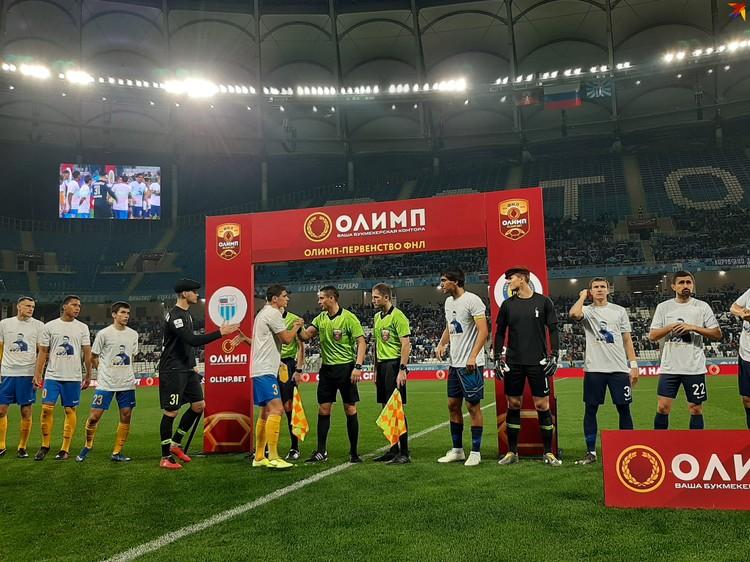 Матч начался с акции, посвященной 90-летию Льва Яшина.