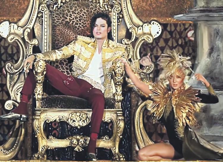 2014 г. Справа - живая танцовщица, слева - голограмма Майкла Джексона на церемонии журнала Billboard. Кто бы мог подумать? Фото: YouTube.com