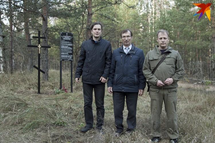 Журналисты «Комсомольской правды» с заместителем главы администрации Спасского района Виктором Епишкиным (в центре).