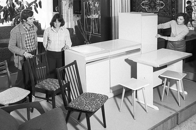 В мебельном отделе универмага, 1979 год. Автор фото: Евгений ШУЛЕПОВ/ТАСС