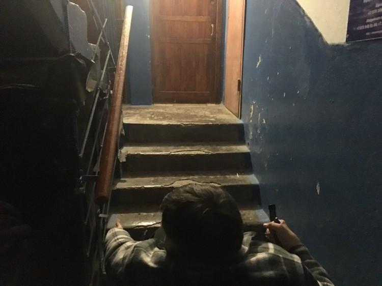 """""""Тут доступная среда для меня заканчивается окончательно"""" - чтобы поднять Юрия в родную квартиру необходимы усилия двух - трех взрослых мужчин"""