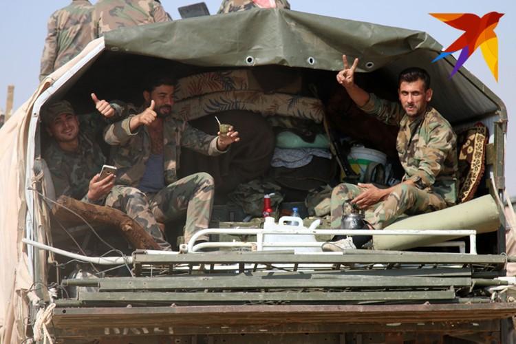 Сирийские военные занимают позиции по линии соприкосновения в провинциях Алеппо и Ракка