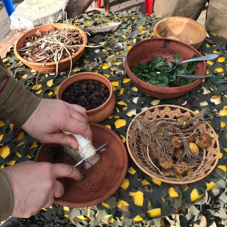 Лепешки из дубовых желудей, салат из лебеды и другие блюда тяжелых времен