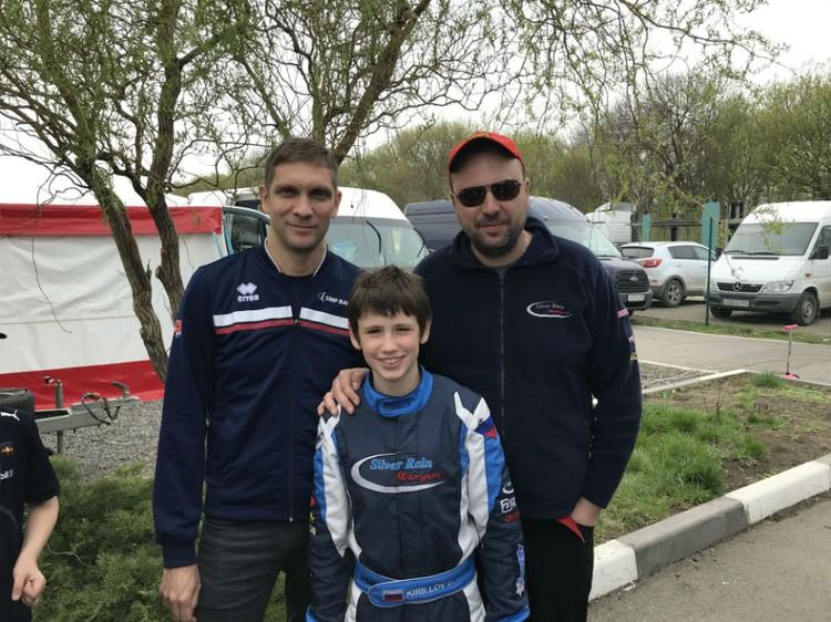 Мурманчанин с Виталием Петровым - первым российским гонщиком, попавшим на пьедестал Формулы-1.
