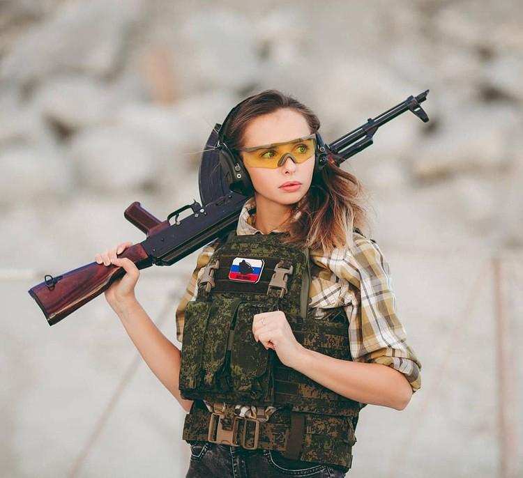 Родители-десантники одобрили выбор Евгении. Фото: Instagram