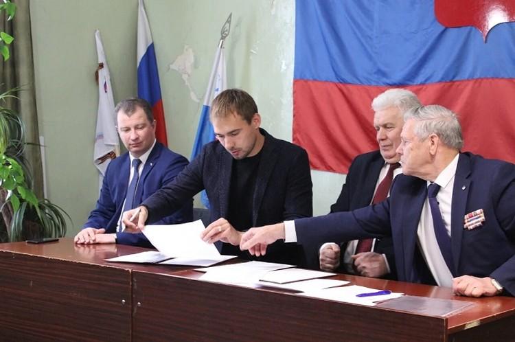 """Соглашение было подписано вчера. Фото: страница Антона Шипулина """"Вконтакте"""""""