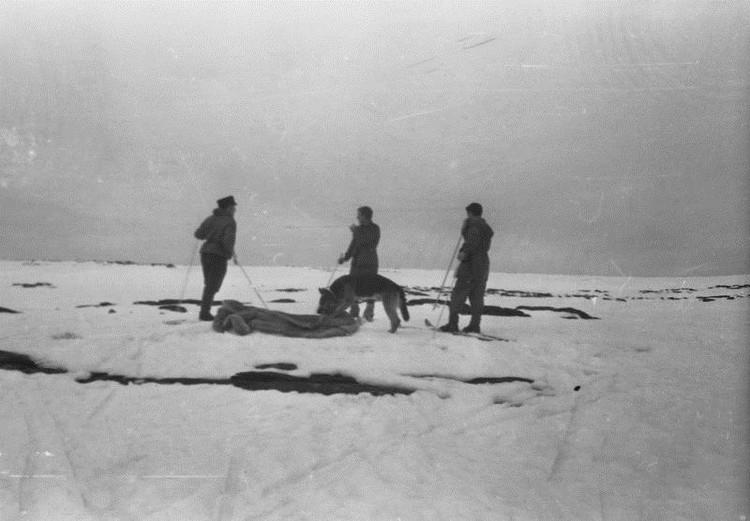 На плато поисковики нашли спальник туристов, который унесло ветром. Фото: из личного архива Владимира Борзенкова