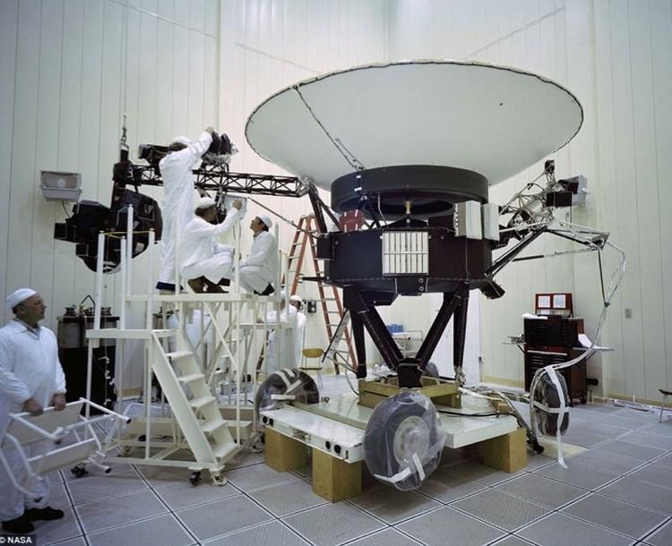 Вояджер-2 не велик, но и не мал.