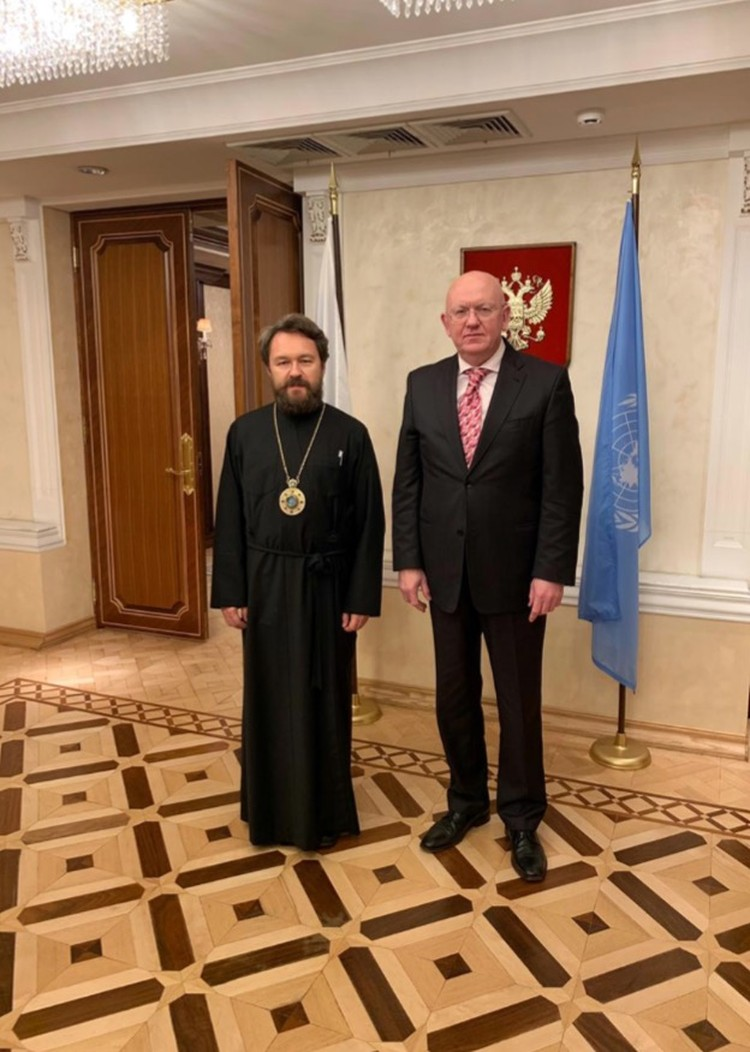 В Нью-Йорке митрополит Иларион пообщался с постпредом РФ при ООН Василием Небензей. Фото: mospat.ru