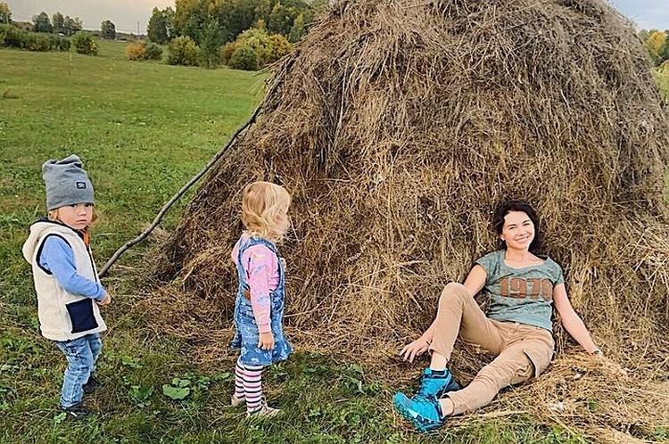 Елена Золина воспитывает троих детей одна. Фото героя публикации.