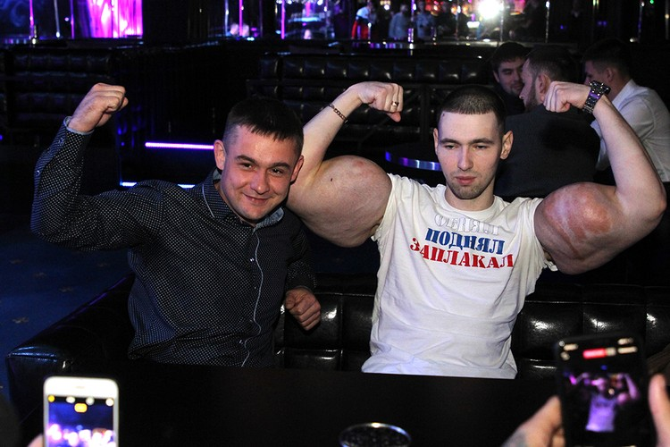Кирилл Терешин на автограф-сессии в Иркутске