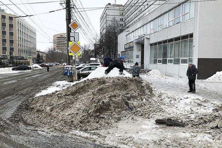 Тефтелевы кучи - притча во языцех Челябинска. Фото: Челябинский урбанист.