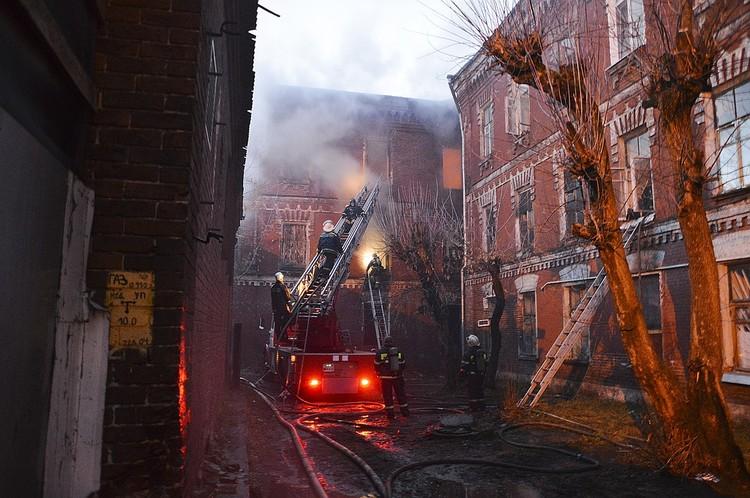 Огонь повредил 100 кв. метров помещения и оставил без жилья более трех десятков человек Фото: пресс-служба администрации Твери