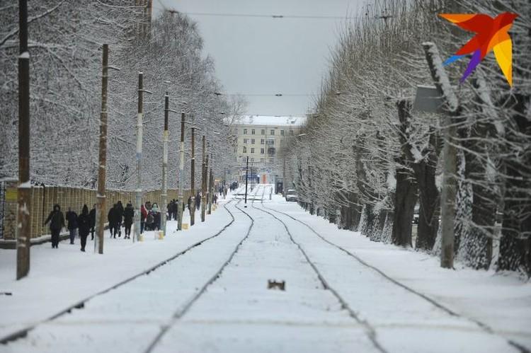 Вывозить горы снега из Екатеринбурга будут и ночью.