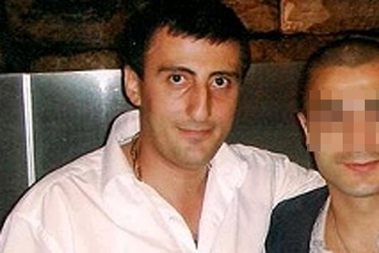 Ашот Болян был убит одним выстрелом в голову в тот момент, когда он выходил из машины.