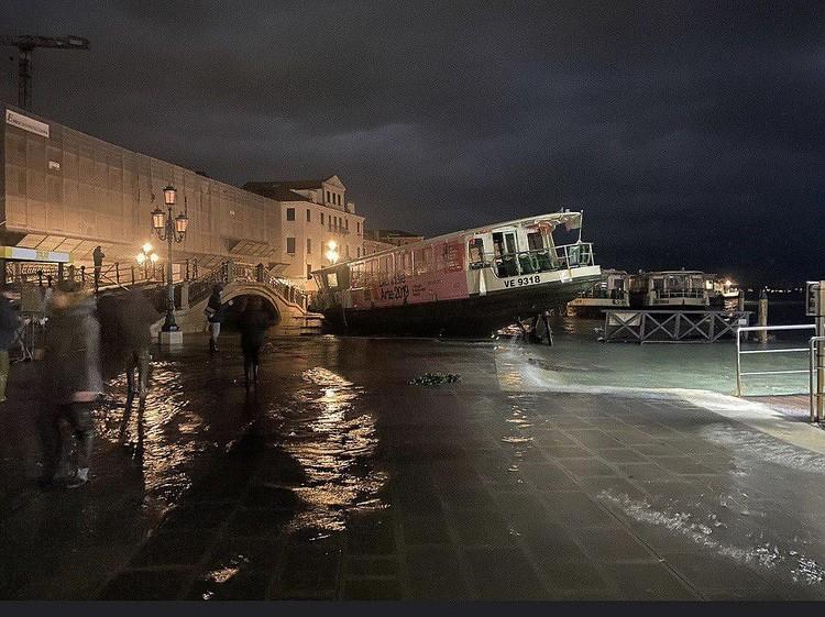 Под воду ушло свыше 80% города.