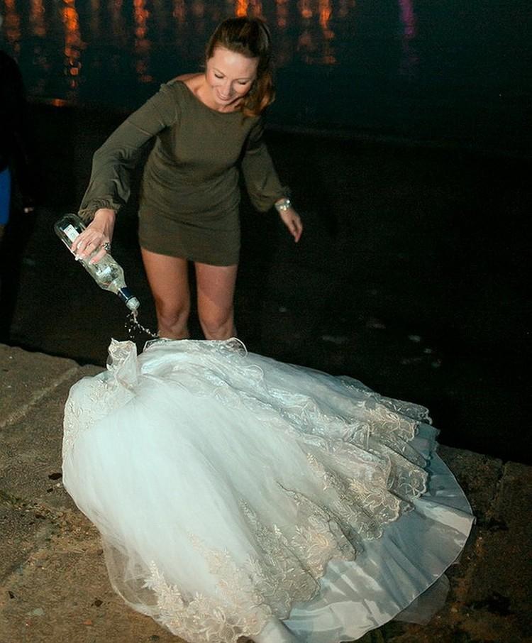 Маша облила платье мартини и сожгла его. Фото: Александр АНТОЩЕНКО.