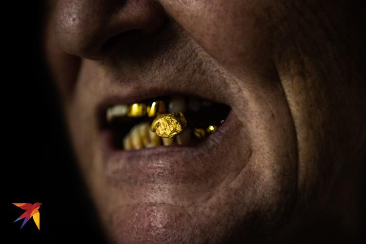 За этим кадром «Самородок в золотых зубах старателя» Виктор Гусейнов ехал на Колыму. Говорит, что это красиво.