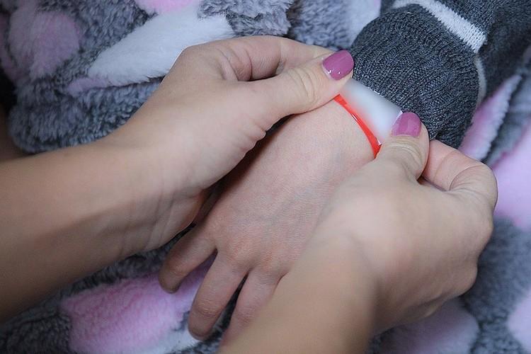 Все дети прилетели с браслетами на руках, где написаны их имена и фамилии. Фото: Пресс-служба Уполномоченного при Президенте Российской Федерации по правам ребенка
