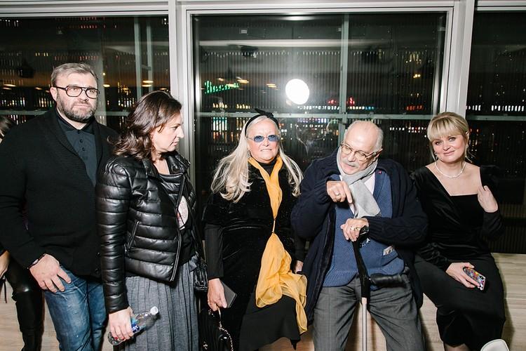Михаил Пореченков с женой Ольгой, Никита и Татьяна Михалковы с дочерью Анной