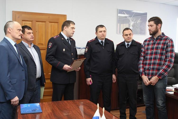 Мужчину наградили иркутские полицейские, а также начальство Иркутского авиазавода.