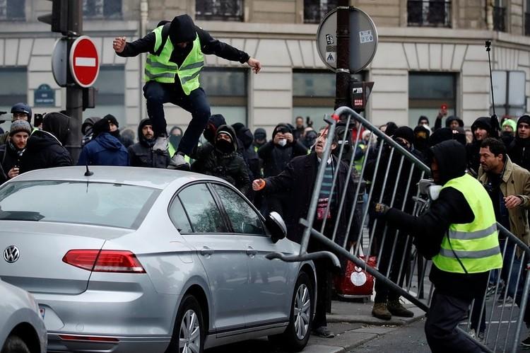 В Лондоне, Нью-Йорке, Берлине, Париже - всюду на любых митингах полиция фиксирует каждый шаг