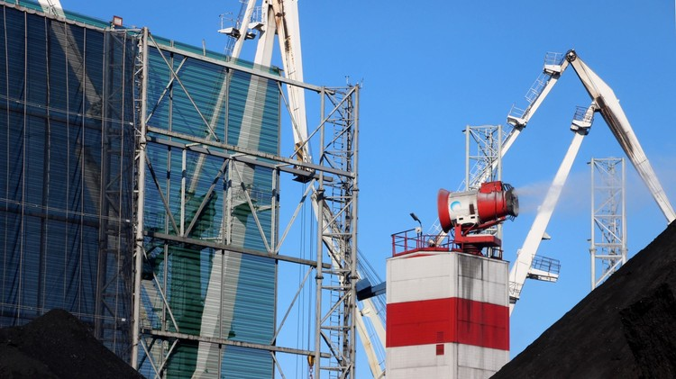Защитные экраны достигают в высоту 25 метров