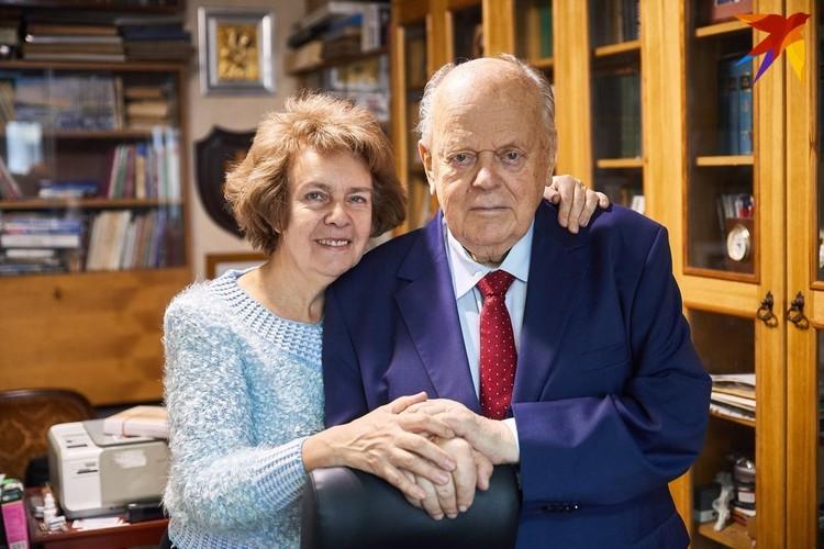 С женой Ириной политик вместе уже 43 года.