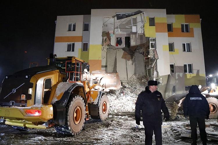 Из развалин спасатели извлекли пять пострадавших. Фото: Антон Вергун/ТАСС