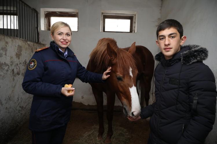 Тимур Каблахов с представителем СКР по Ставропольскому краю