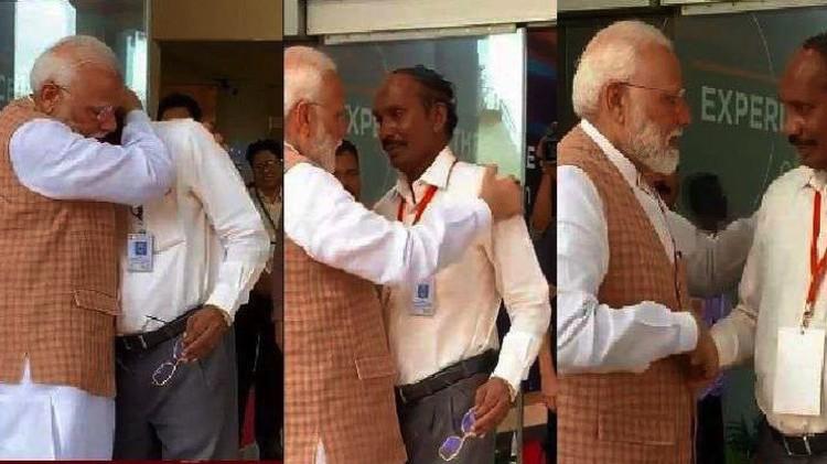 Глава Индии утешает главу индийского космического агентства. А он, как теперь выяснилось, страдал своевременно..