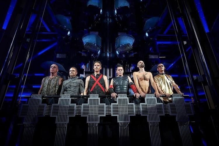"""В рейтинге рядом с жестким треком """"Deutschland"""" группы Rammstein расположились «Колыбельная медведицы» Аиды Ведищевой и «Спят усталые игрушки»!"""