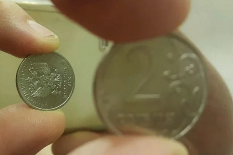 Монета была выставлена на продажу еще 20 ноября. Покупателей за указанную сумму с тех пор так и не нашлось, но ее владелец не унывает. Фото: Скриншот сайта Avito