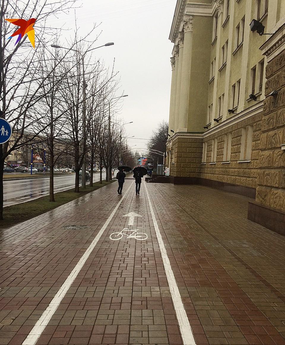Свежая плитка на тротурах Донецка Фото: Дмитрий СТЕШИН