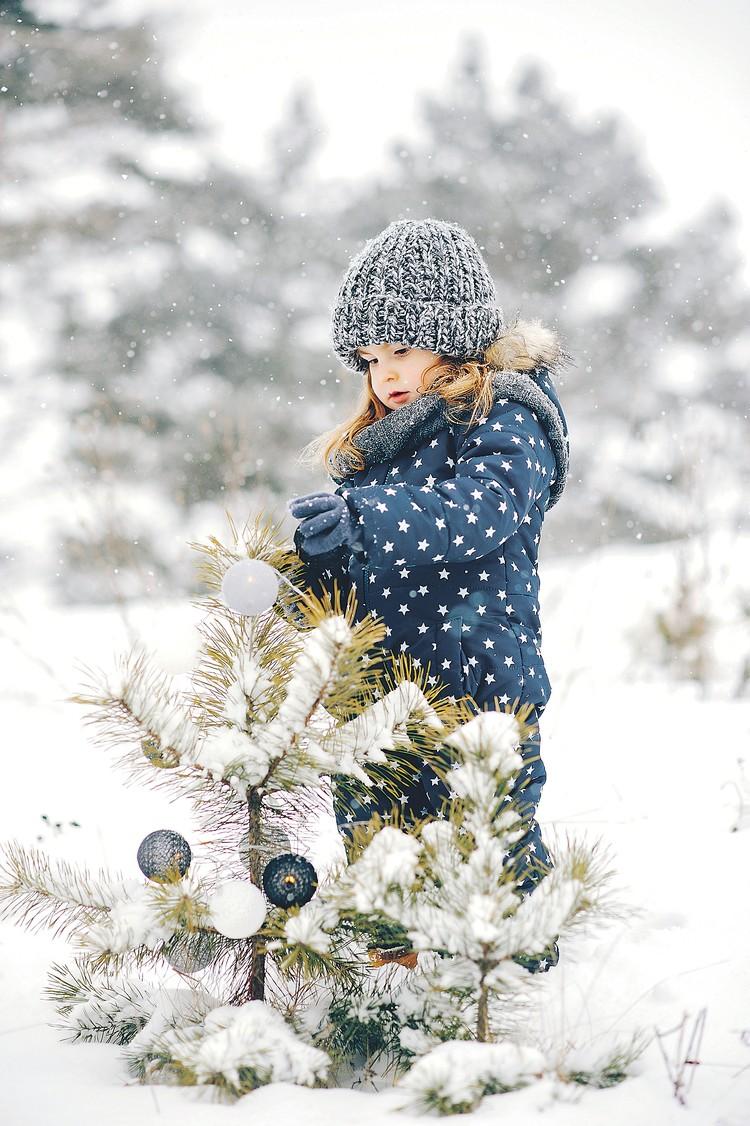 Есть и такой вариант праздника. Но мало кто выдержит в зимнем лесу до двенадцати. Фото: freepik.com