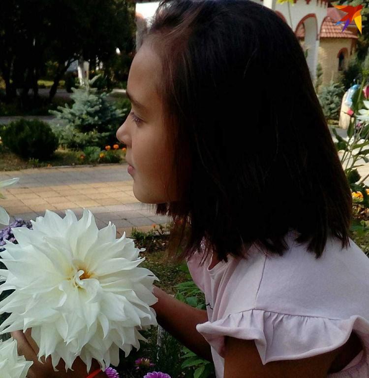 Девочка мечтает о личном фотоаппарате