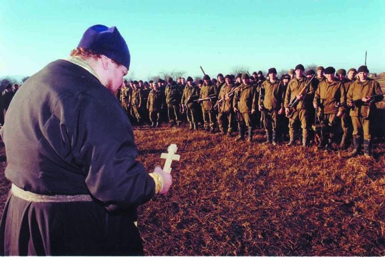 Армия не была готова воевать. Прибывали из разных округов сводные батальоны, даже экипажи кораблей Тихоокеанского, Балтийского флотов.