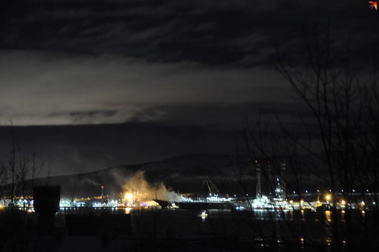 "Пожар на ""Адмирале Кузнецов"" начался около 10 утра."