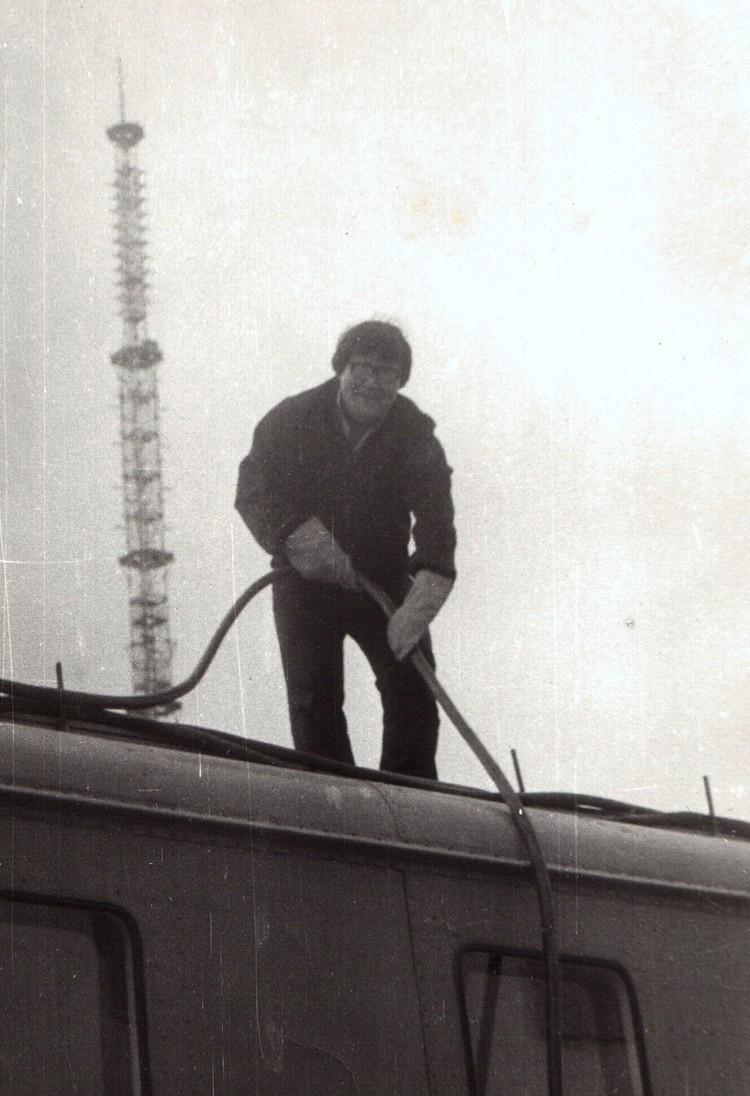 Укладка силового кабеля на крыше ПТВС.