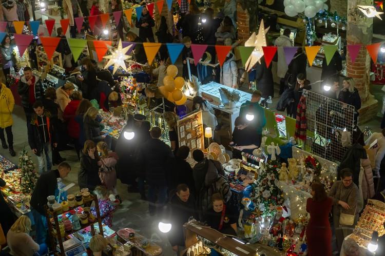Здесь можно найти милые и симпатичные сувениры и подарки к предстоящим праздникам.