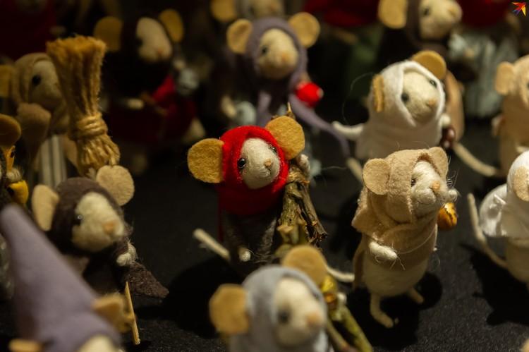 Мышек - символ будущего года, полно на ярмарке в виде сувениров и различных поделок.